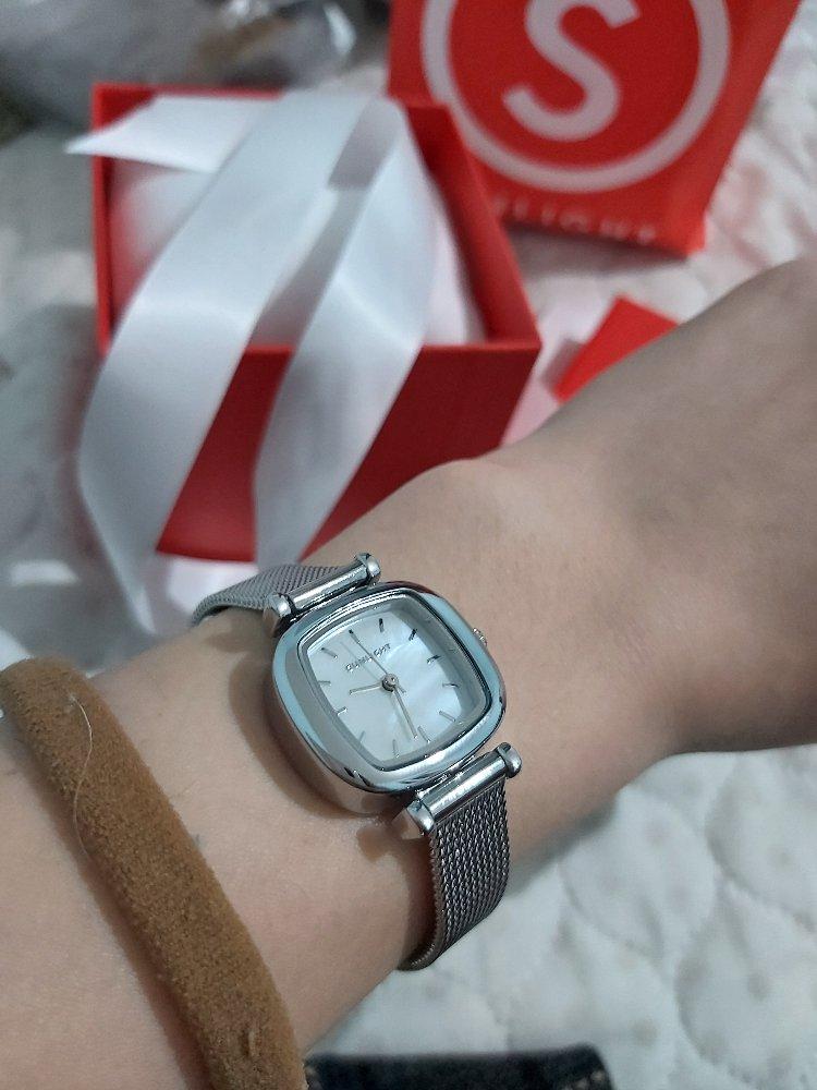 Удобные минималистичные часы