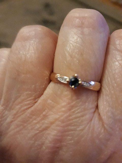 Кольцо с бриллиантиками и сапфиром!