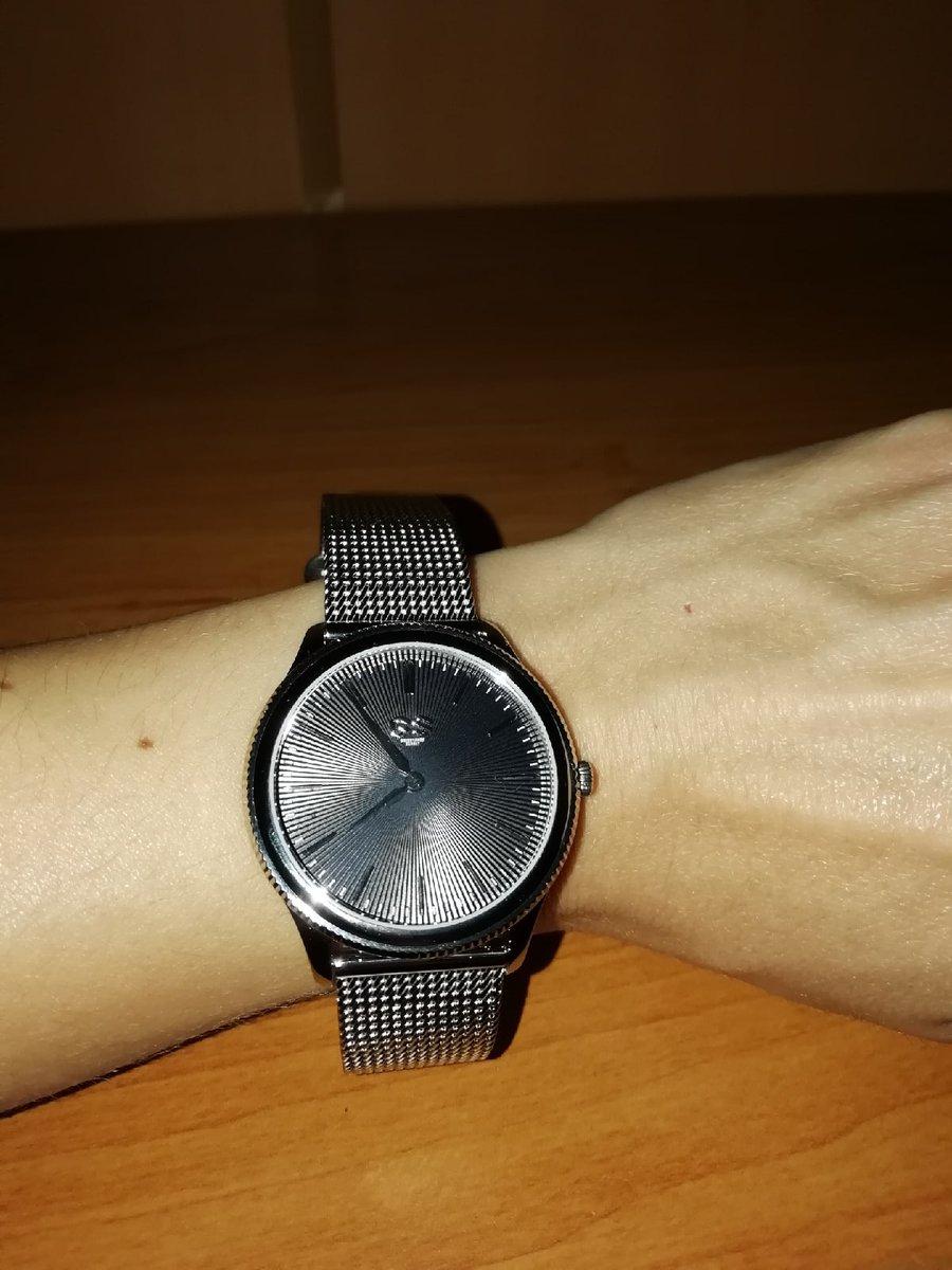 Часы в подарок девушке, видел взгляд был на них положен, сюрприз ура удался