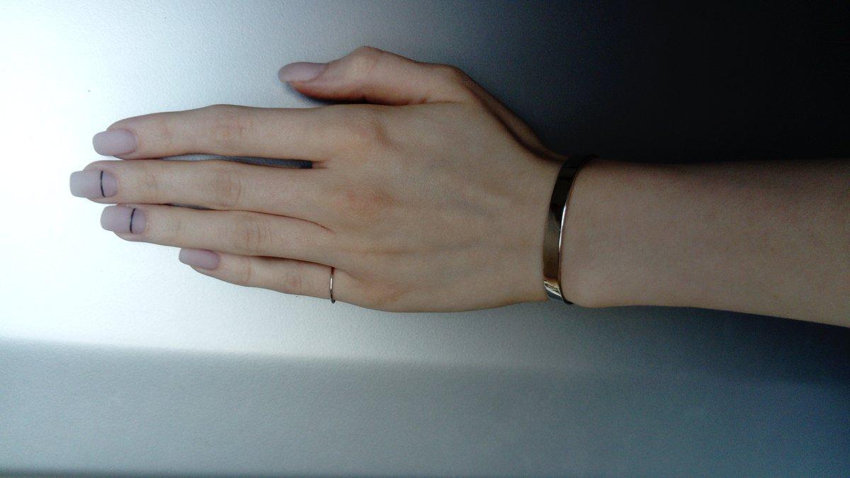 Жёсткий незамкнутый серебряный браслет
