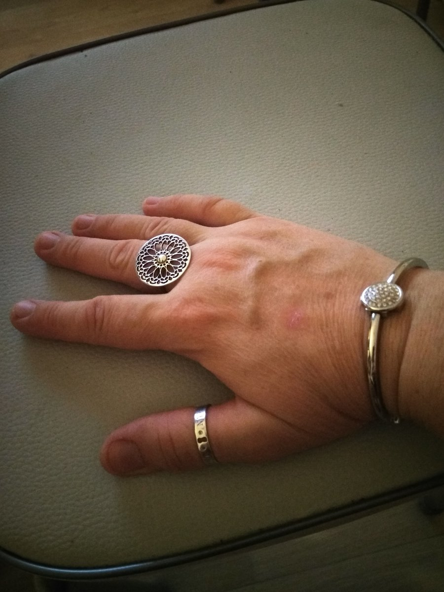 Кольцо в жизни необыкновенное, лучше,чем на фото!