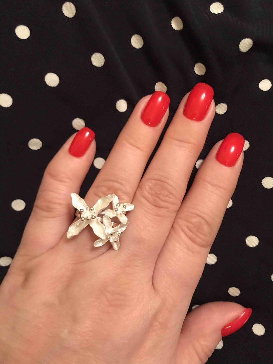 Очень красивое серебрянное кольцо