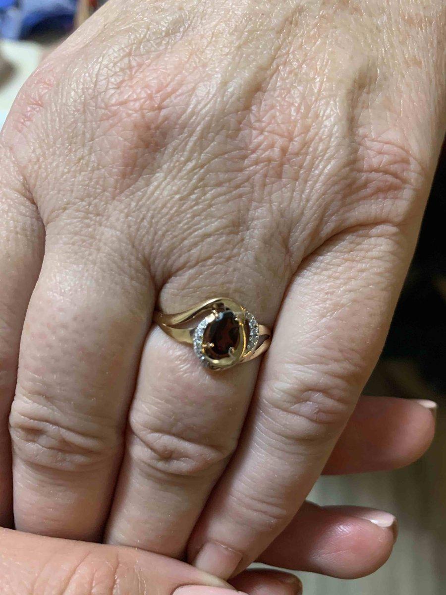 Кольцо с гранатом шикарное