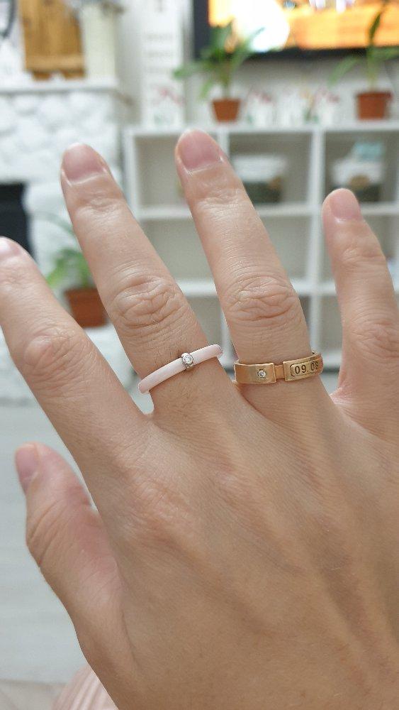 Кольцо керамическое с серебренной вставкой и камушком.