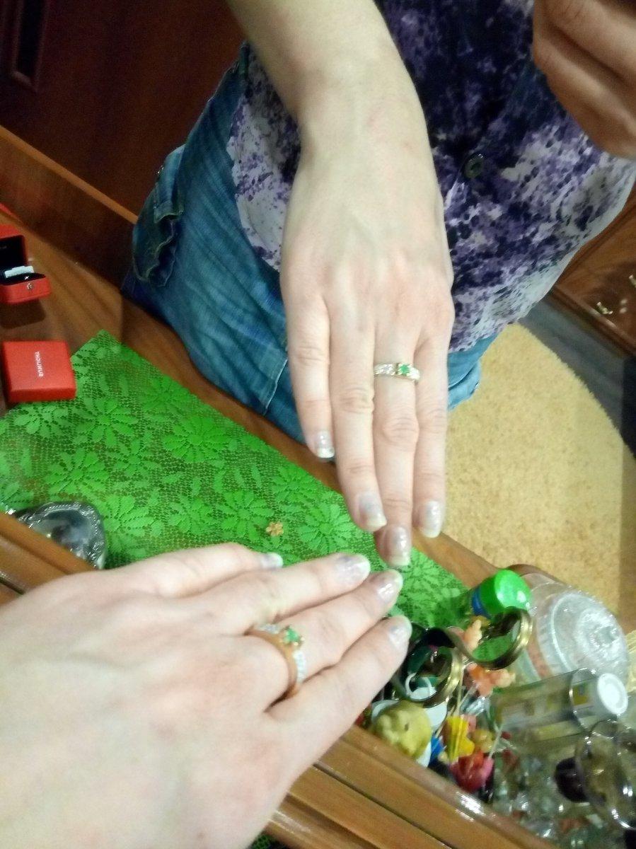 Кольцо шикарное, блеск от камней классный, удобное в носке.