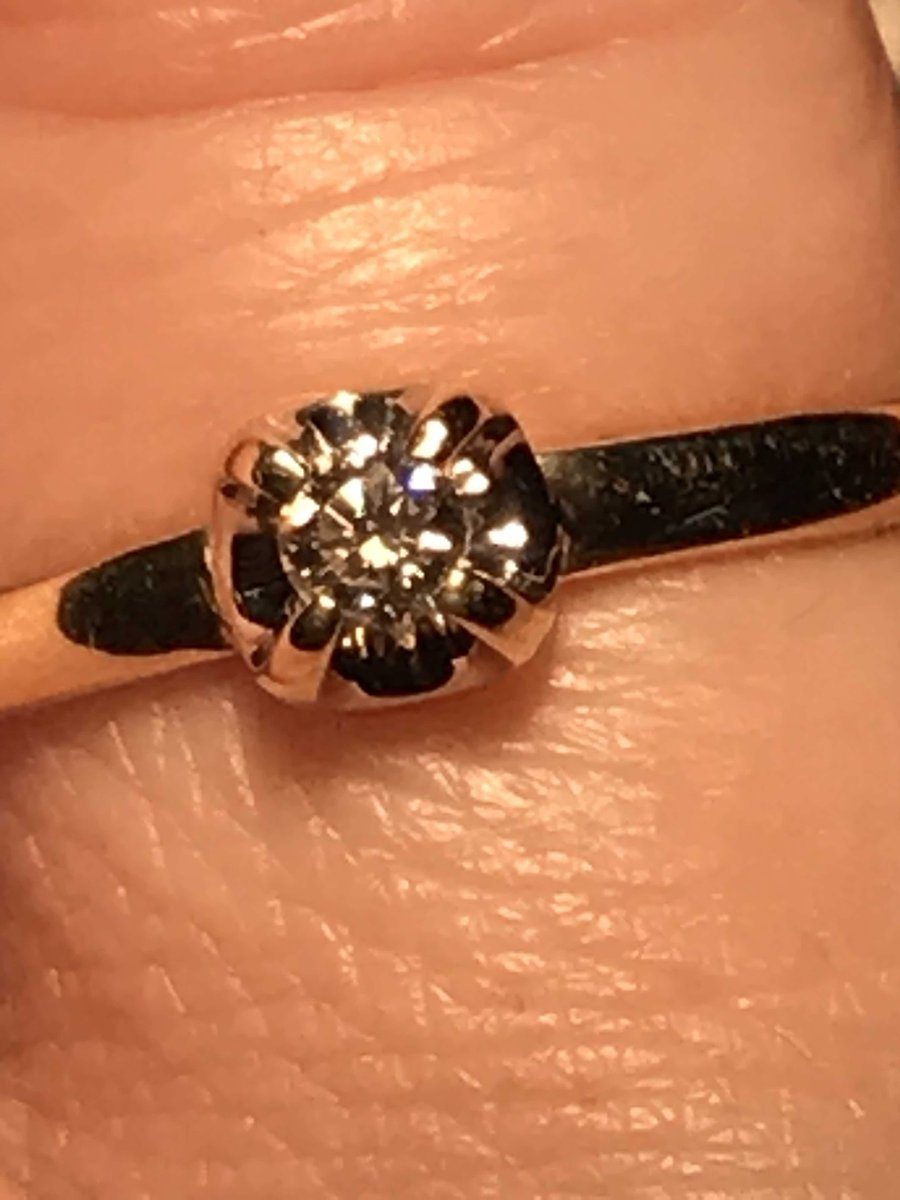 Очень красивое миниатюрное кольцо