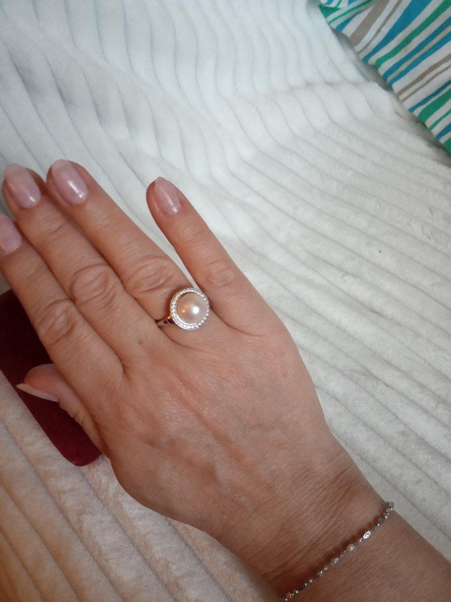 Кольцо прекрасно радует глаз смотрится дорого просто шикарно