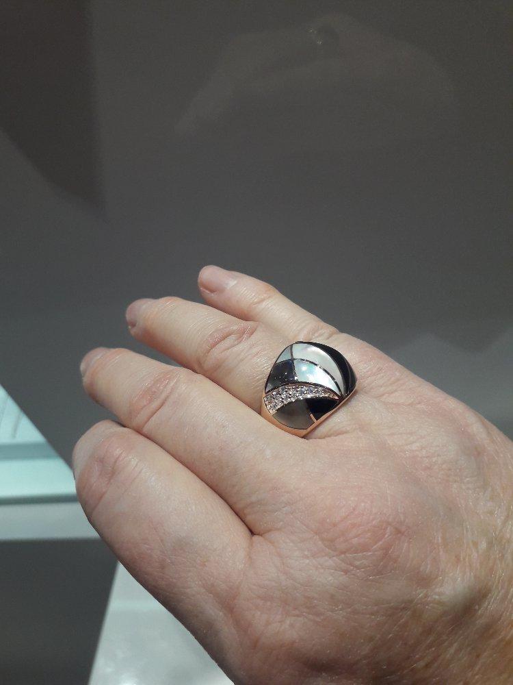 Перламутр в позолоченном серебре.