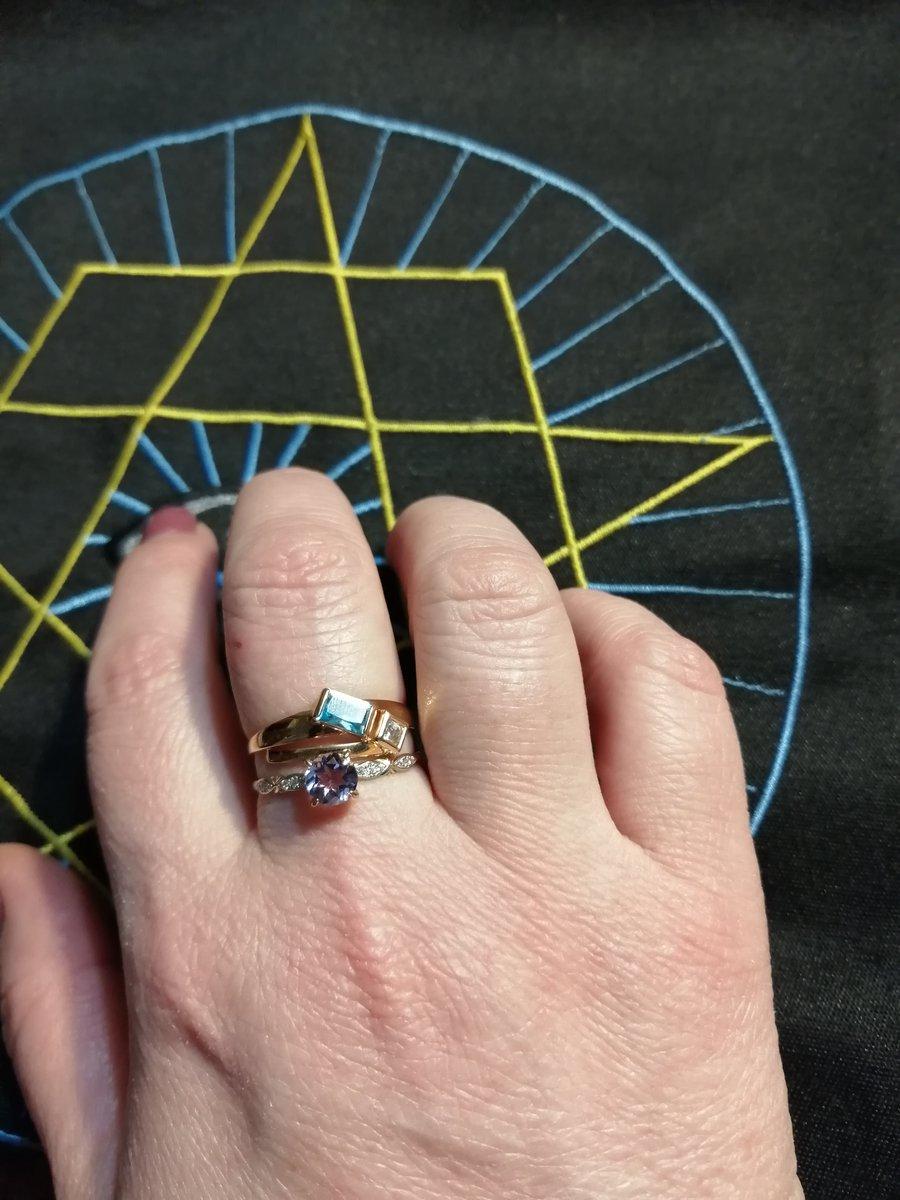 Кольцо красивое и оригинальное.