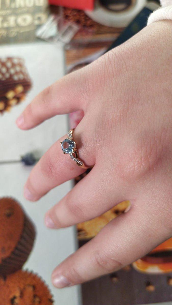 Кольцо с голубым топазом и бриллиантами...глаз не отвести