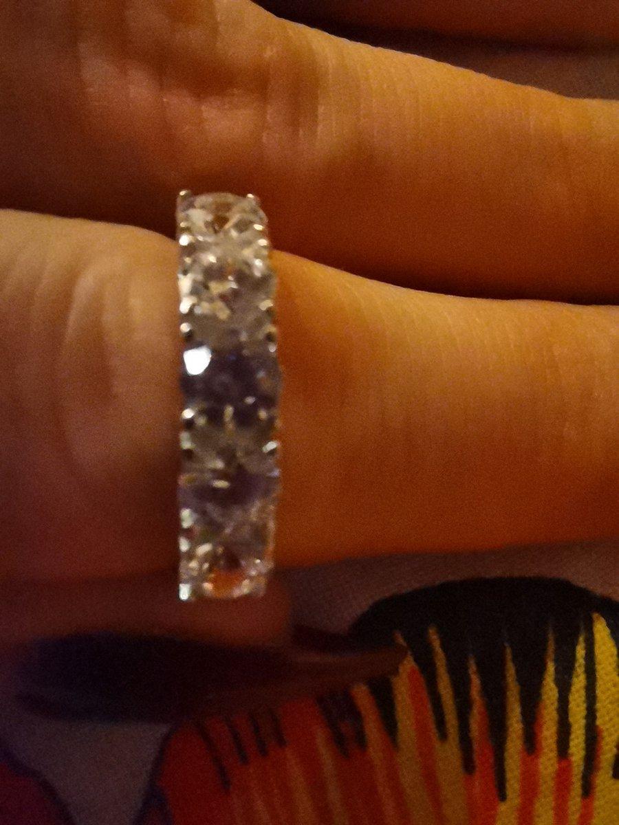 Классное кольцо под белое золото.
