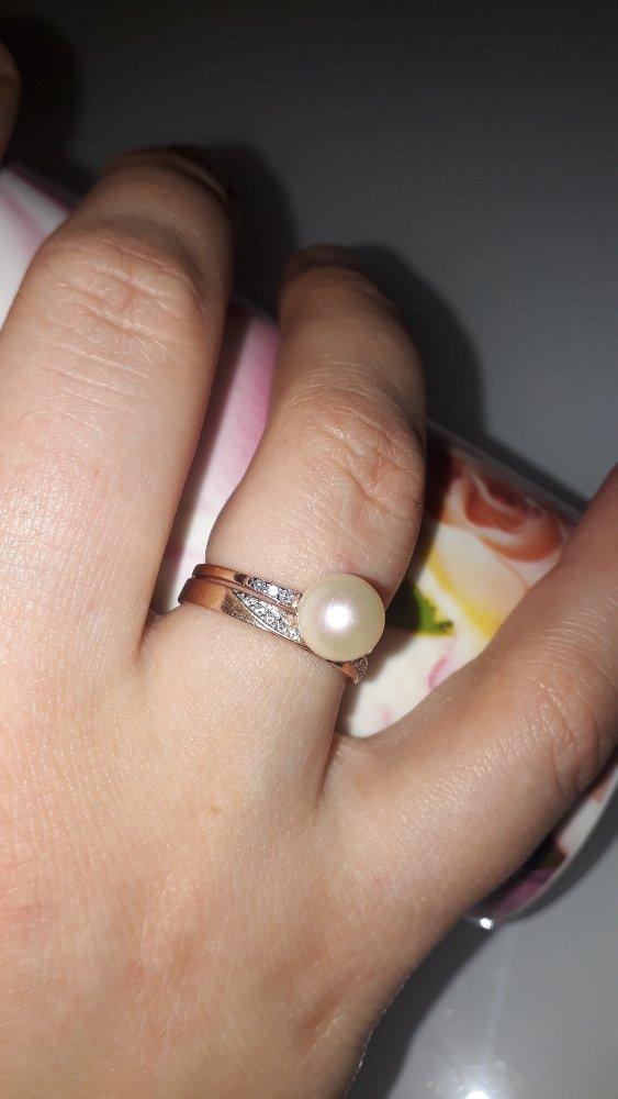 Тонкое золотое кольцо с жемчужиной