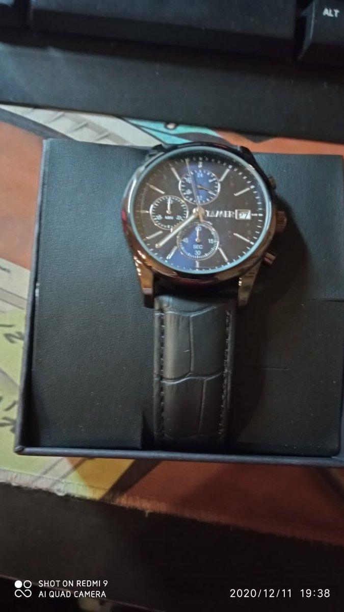 Часы  упаковоны в красивую коробочку, на руке смотрятся очень хорошо