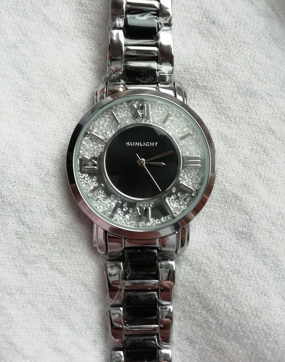 Классные, красивые часы.