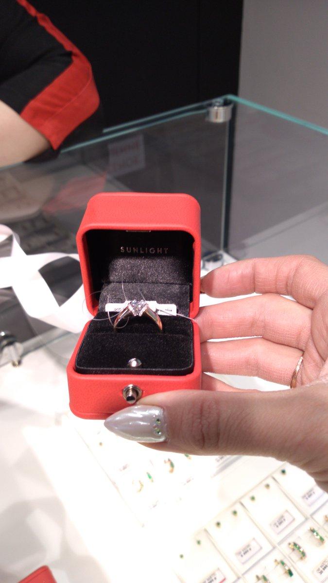 Отличное  кольцо!! очень красивое смотрится  богато!