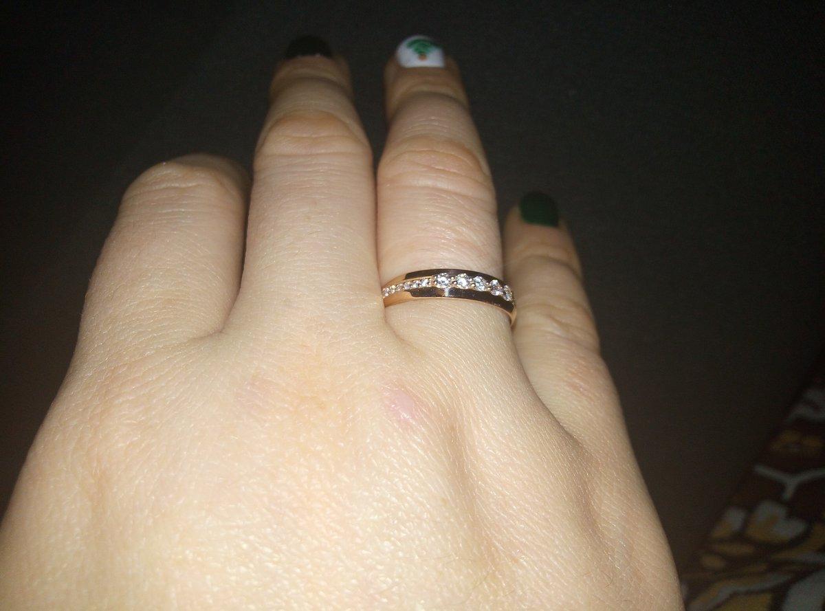 Кольцо очень красивое и нежно смотрится