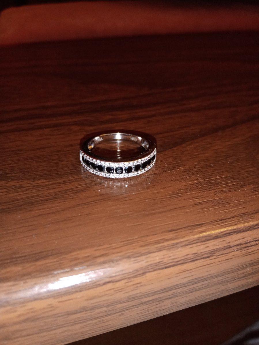 Красивое кольцо,эффектное.