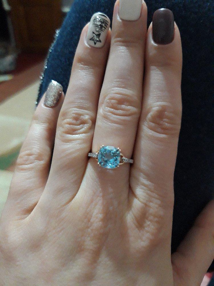Кольцо очень красивое, смотрится шикарно