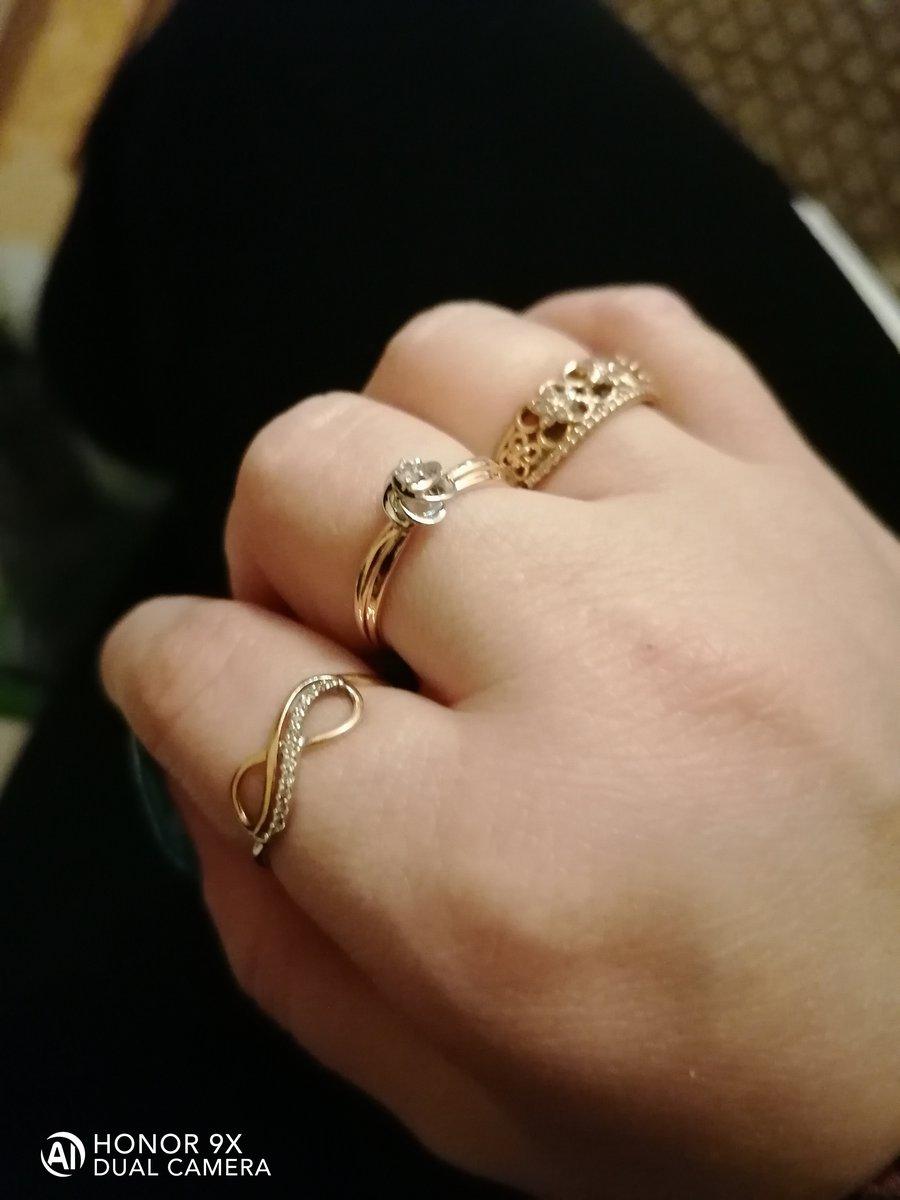 Золотое кольцо со с фиантиовыми вмтавками