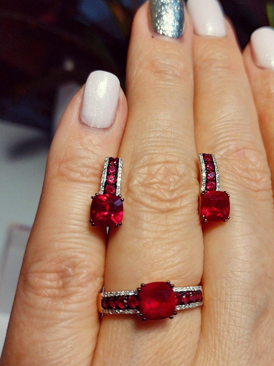 Потрясающие рубины!!! и конечно же бриллианты...