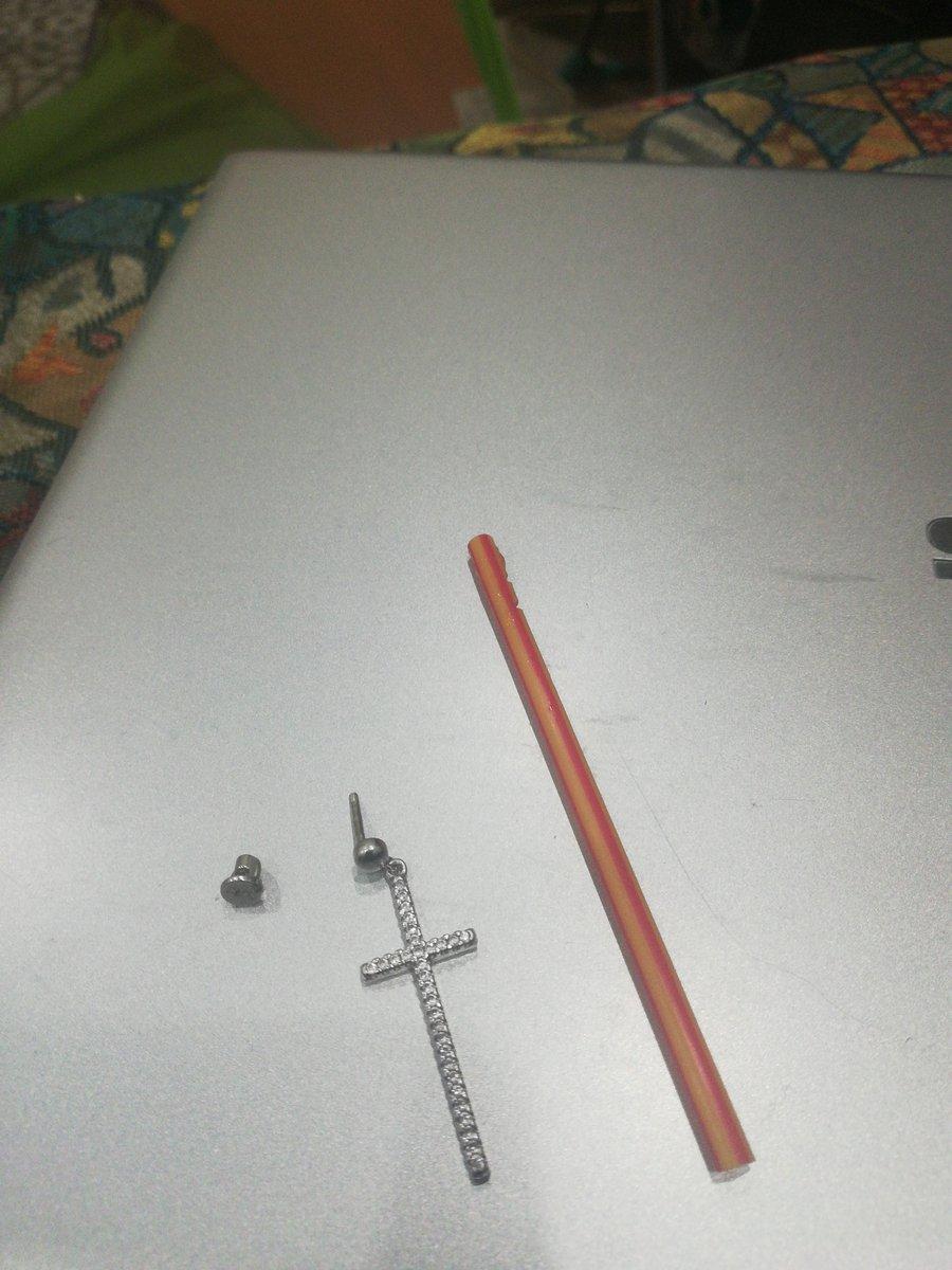 Серьги-кресты очень красивые и удобные, купите себе не пожалеете, в носке:)