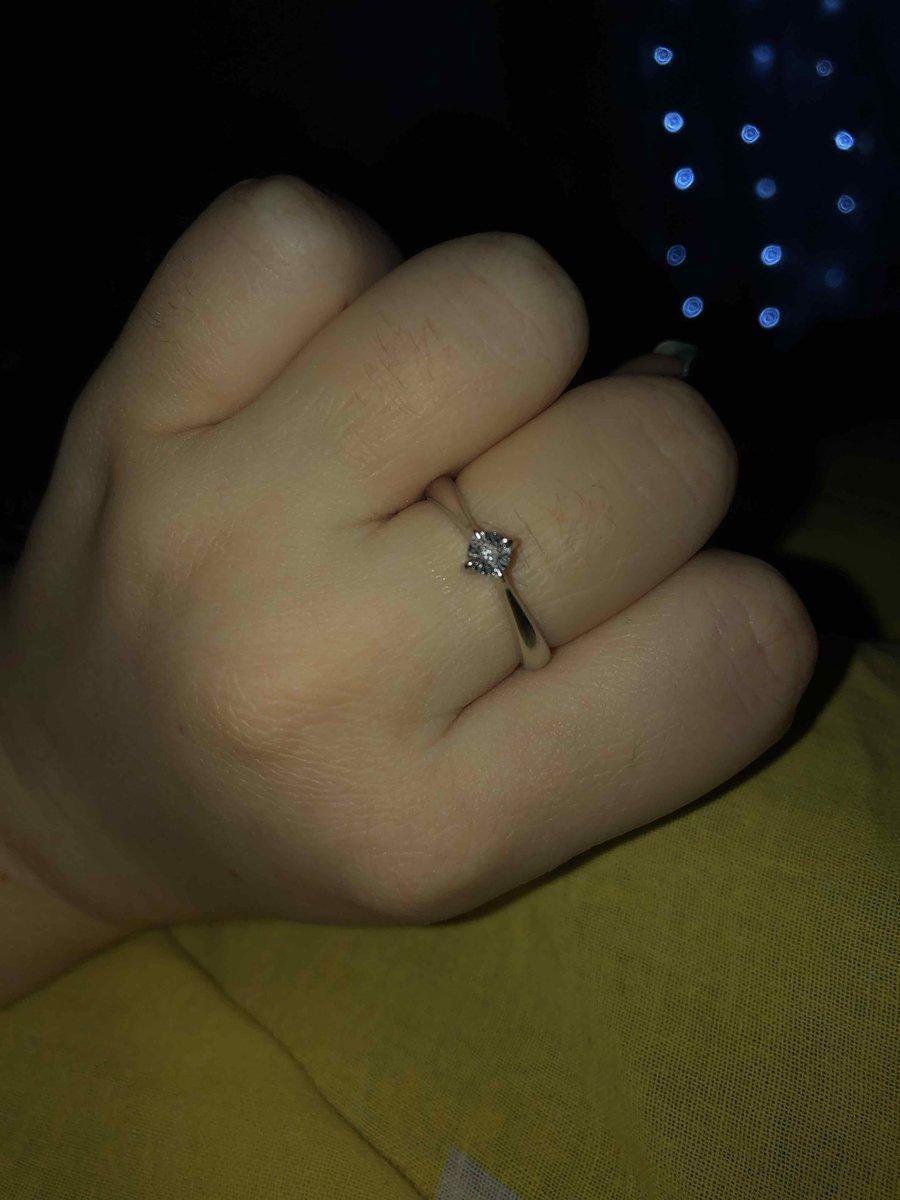 Кольцо с 1 бриллиантиком