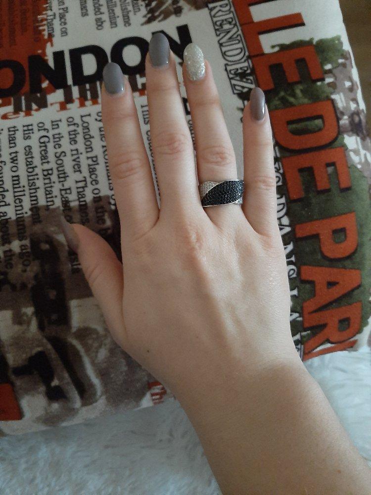Кольцо хорошее, покупкой довольна)