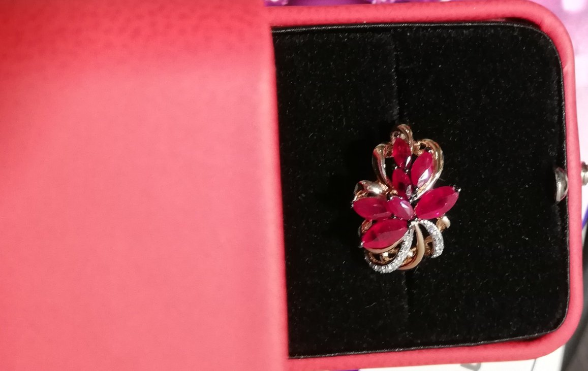 Купила подарок маме! комплект : серьги и кольцо с рубинами. восхищение!!!!!