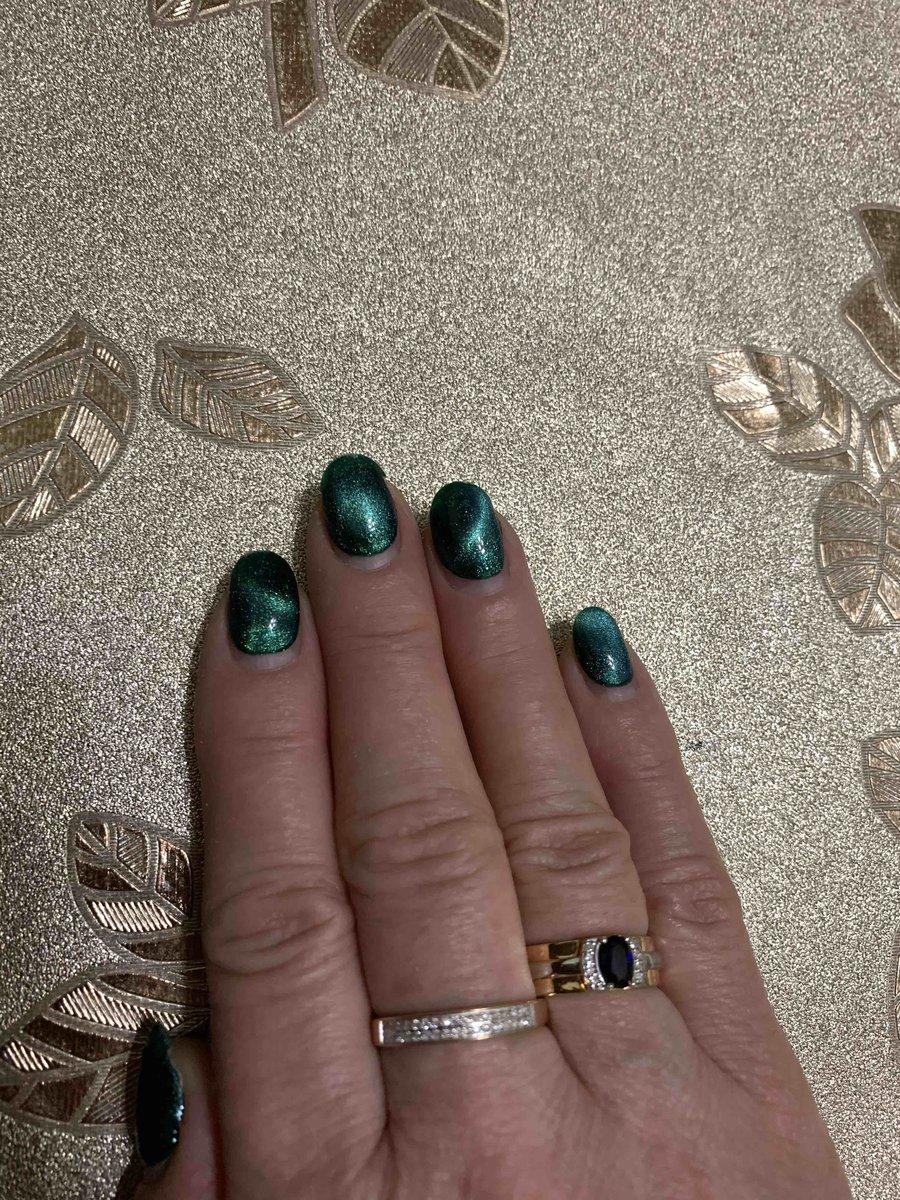 Очень красивое золотое кольцо с сапфиром и бриллиантами.