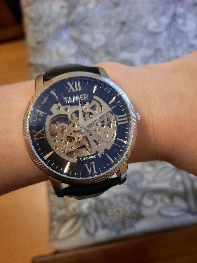 Шикарные часы,стильно смотрятся