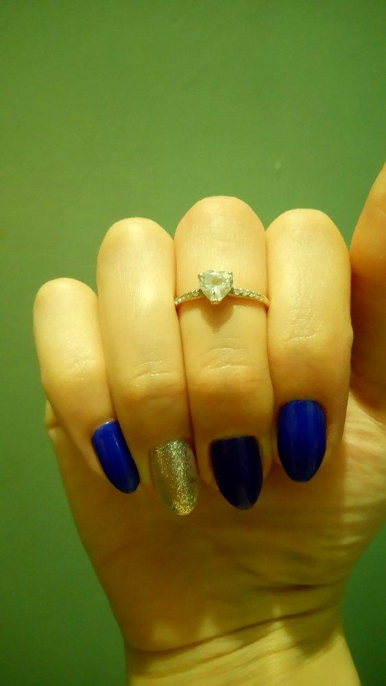 Очень красивое колечко. ношу уже 2 года. очень удобное кольцо 💍. довольна