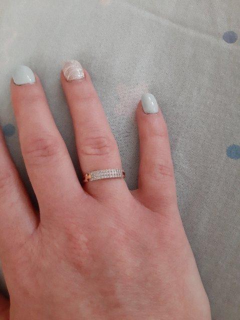 Золотое кольцо с дорожкой камней