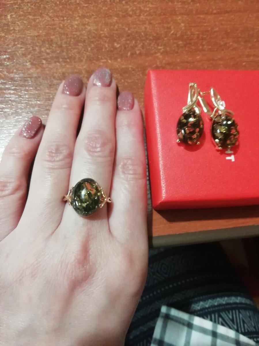 Нежное, красивое кольцо с янтарем.