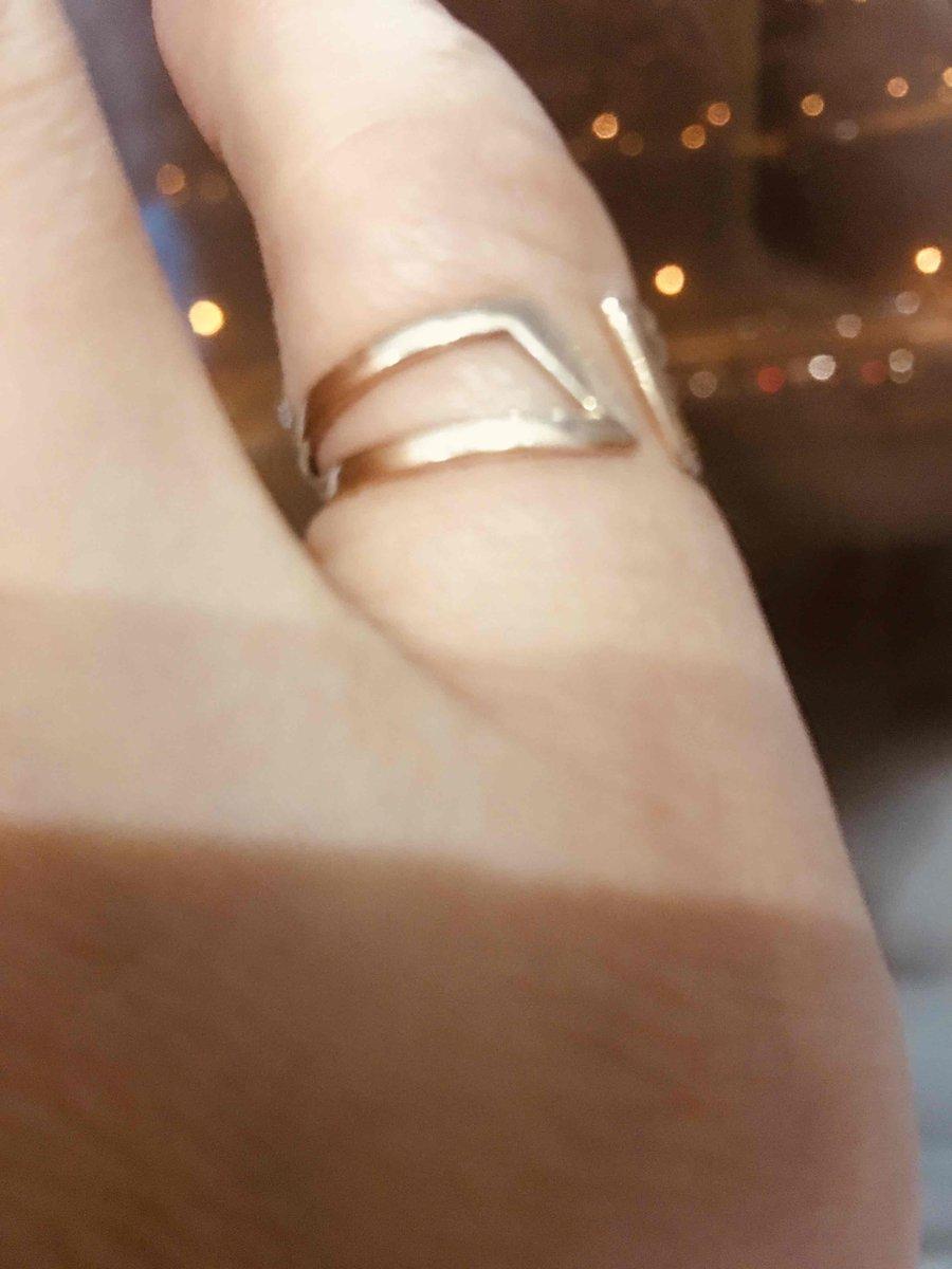 Так же покупали золотое кольцо,понравилось необчностью,главное держится кре