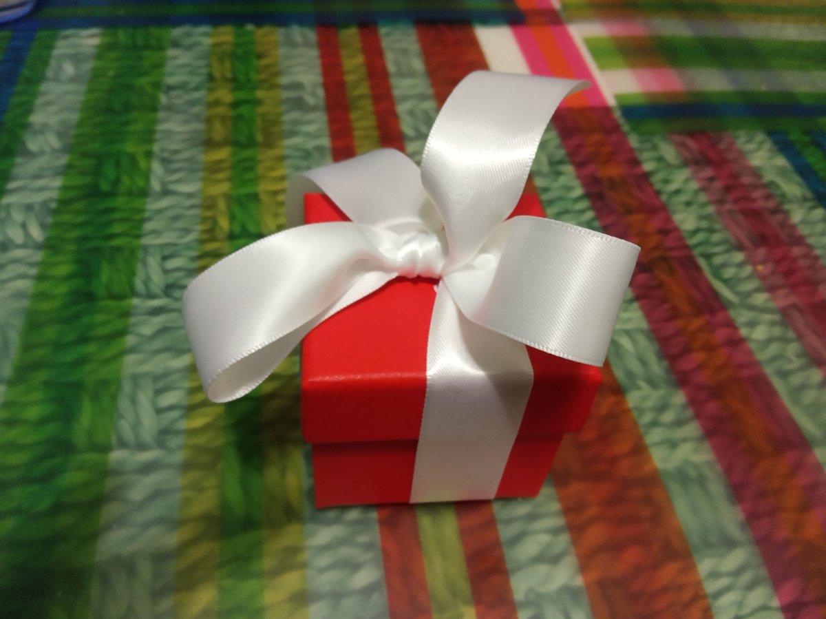 Приятный подарок для любимой девушки :)