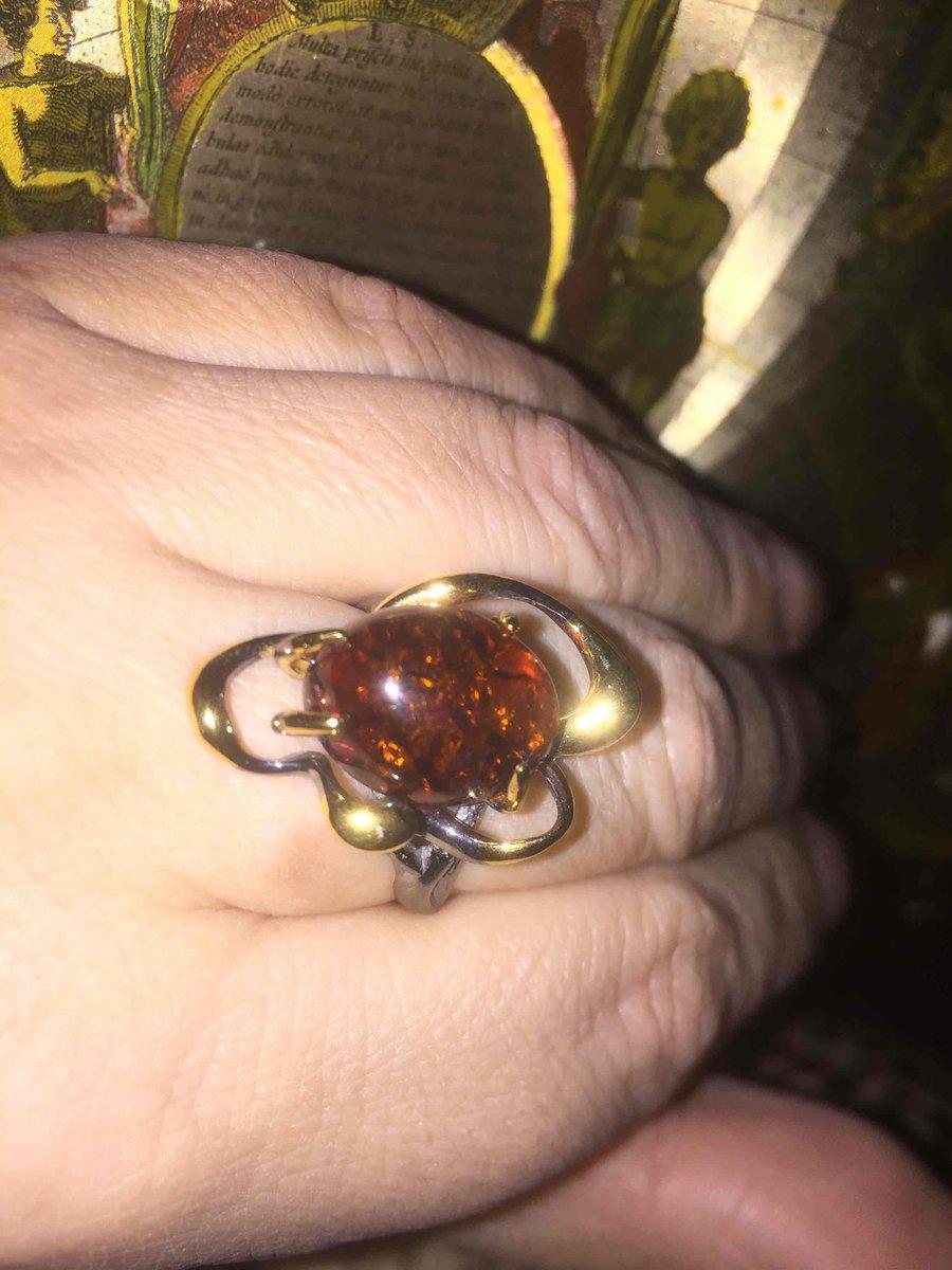 Восхитительное кольцо с янтарем!