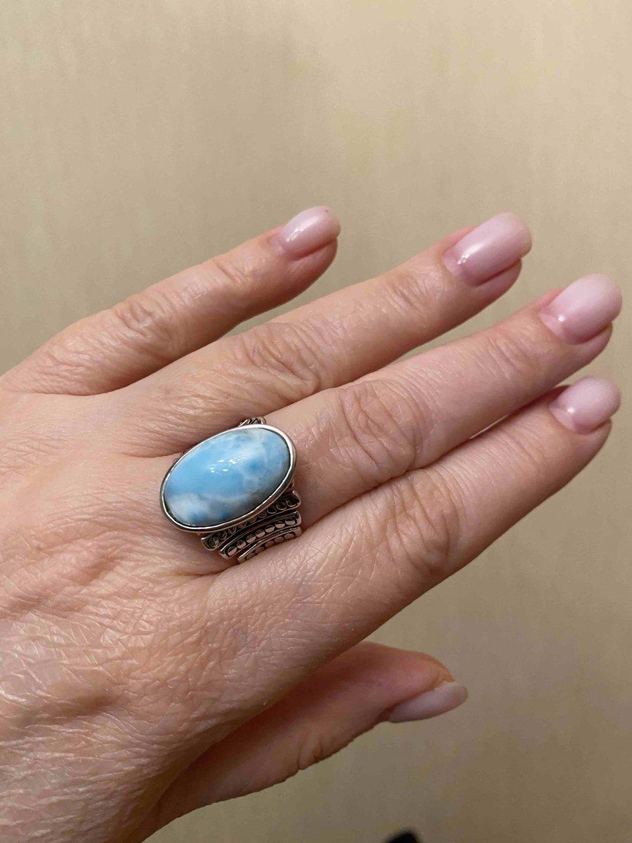 Стильное кольцо с крупным камнем