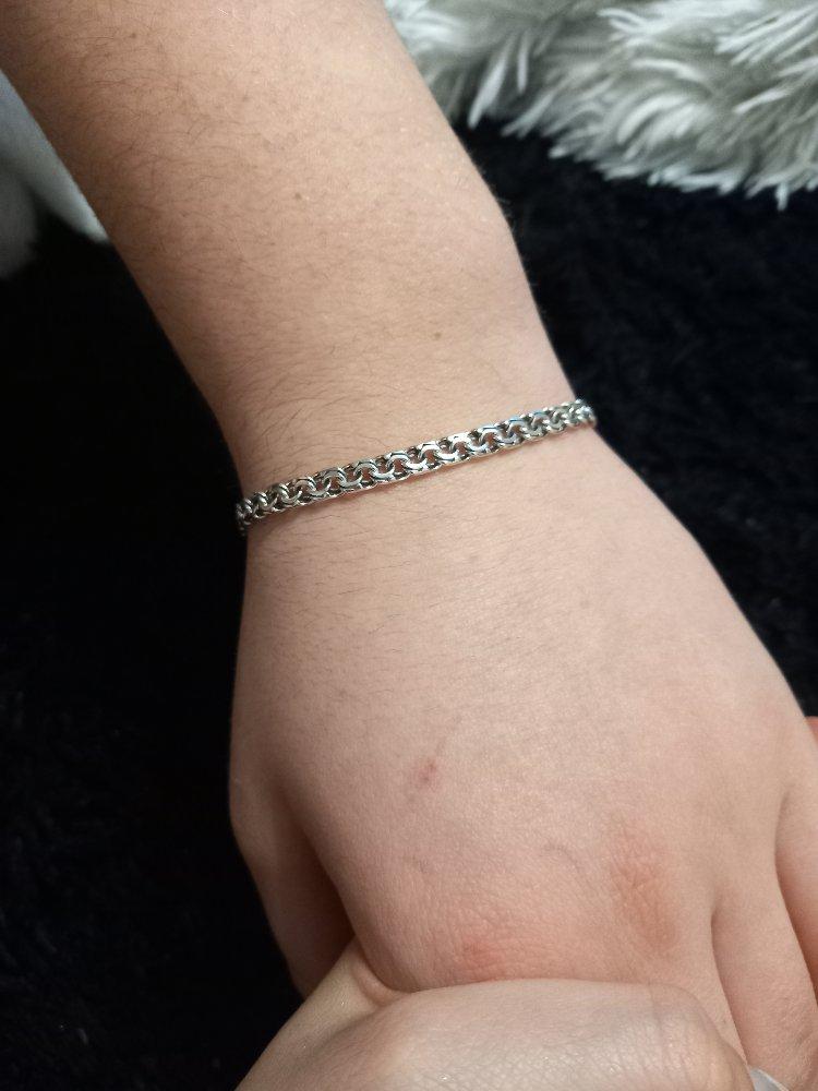 Купила молодому человеку этот браслет в подарок.