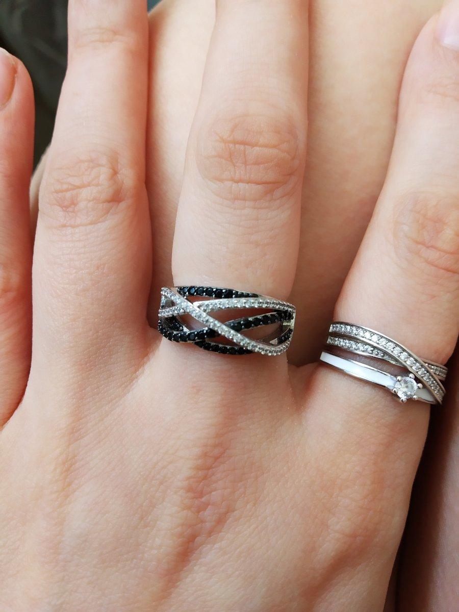 Чёрно-белое кольцо