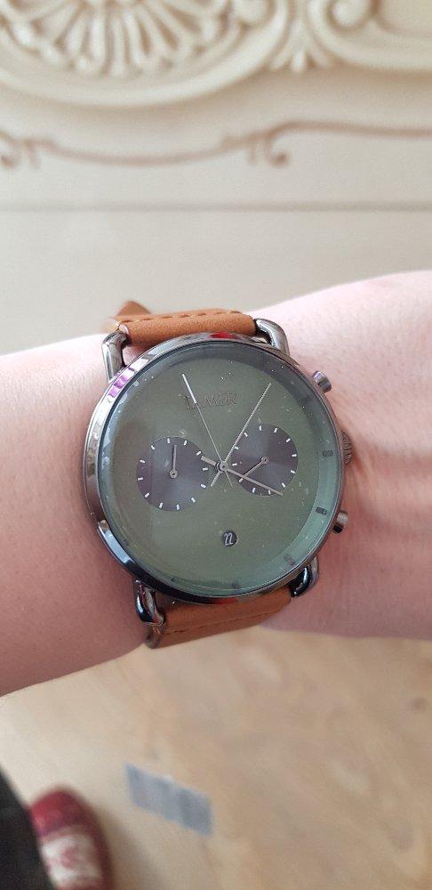 Купила себе ,несмотря на то ,что часы мужские ,смотрятся потрясающе!
