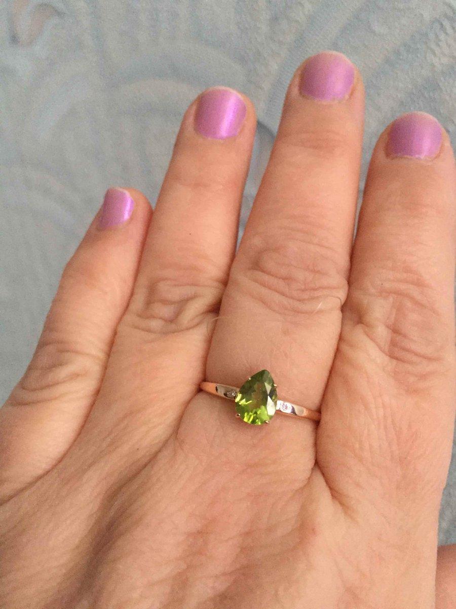 Кольцо с красивым камнем хризолит
