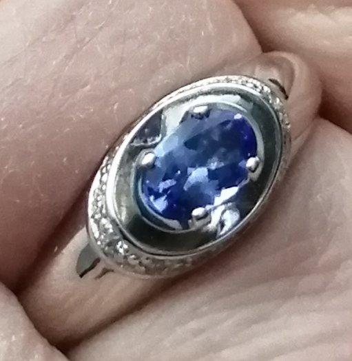 Кольцо с танзанитом.