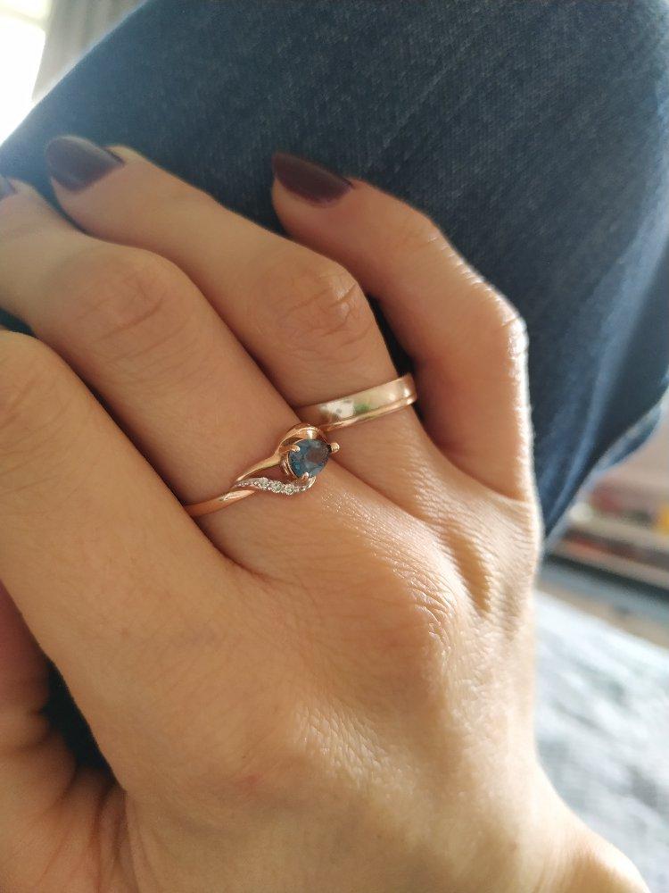 Купила кольцо в комплекте к серьгам.