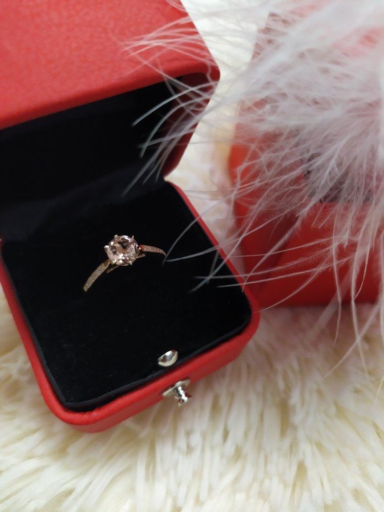 Кольцо золотое с розовым камнем
