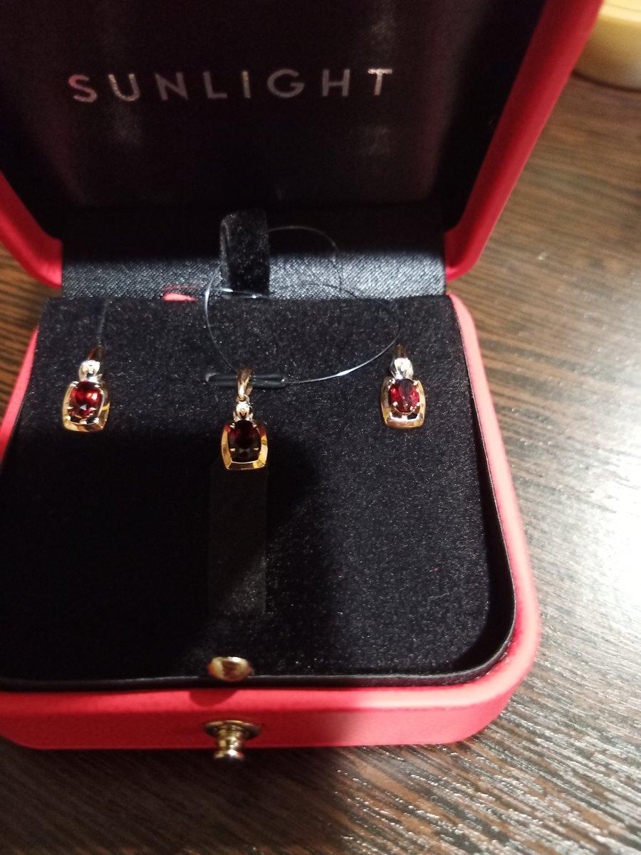 Бриллианты и гранаты