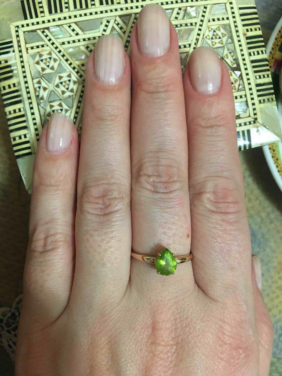 Кольцо нежное милое , я довольна покупкой , ношу больше 6 месяцев ! все ок!