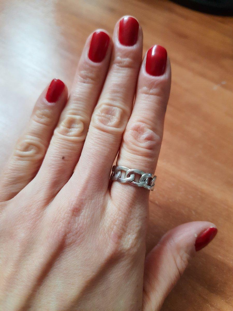Красивое кольцо-цепочка