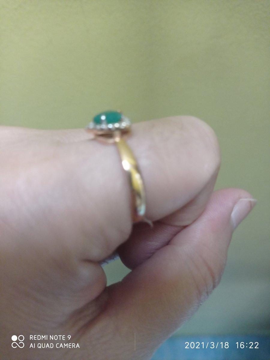 Кольцо 925 пр с фианитами и агатом очень красивая похожа на золото.
