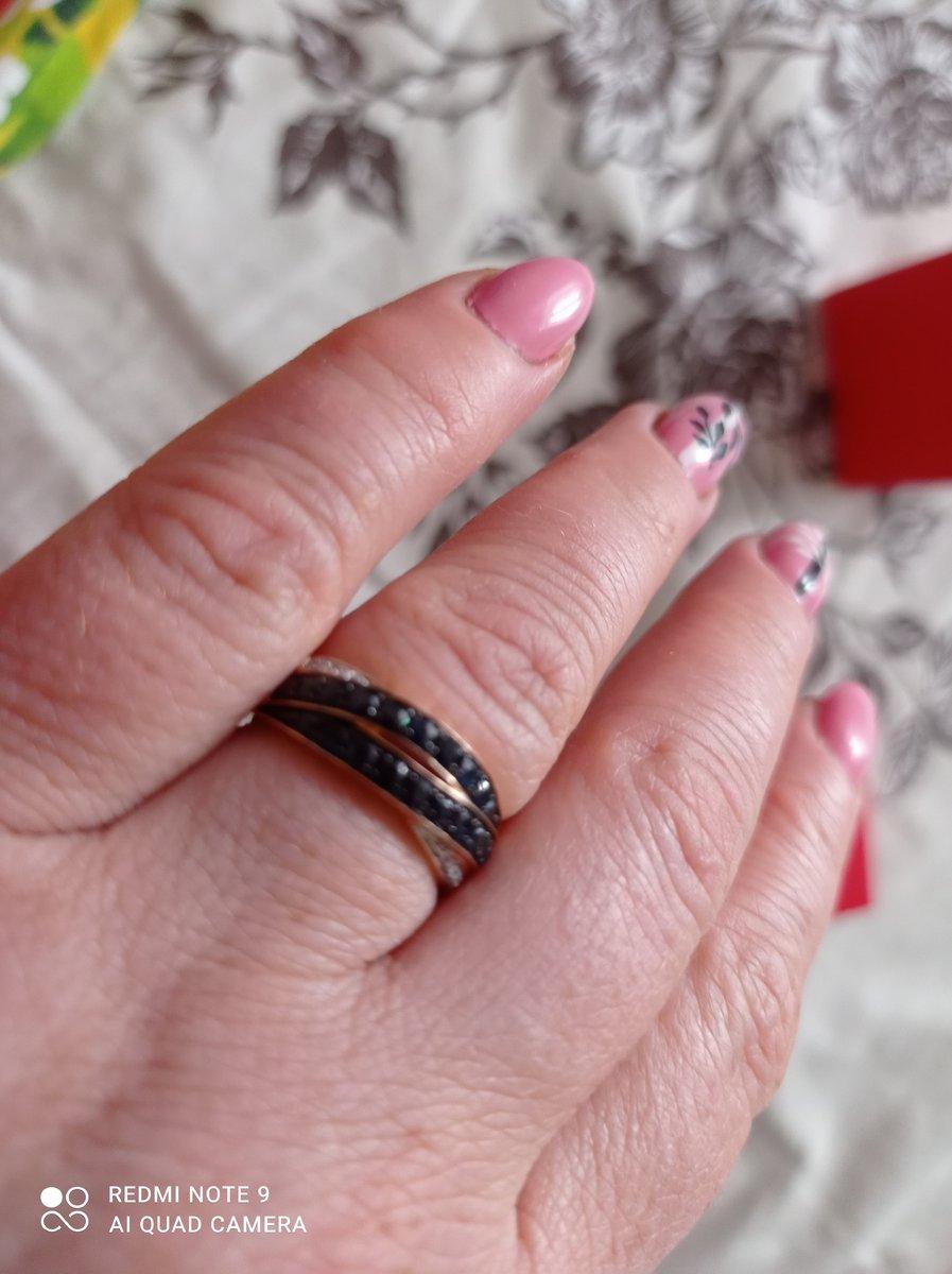 Кольцо красивое и очень удобное, мне сразу понравилось, ещё бы серьги такие