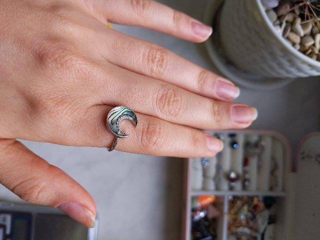 Довольна, прекрасное кольцо с перламутром